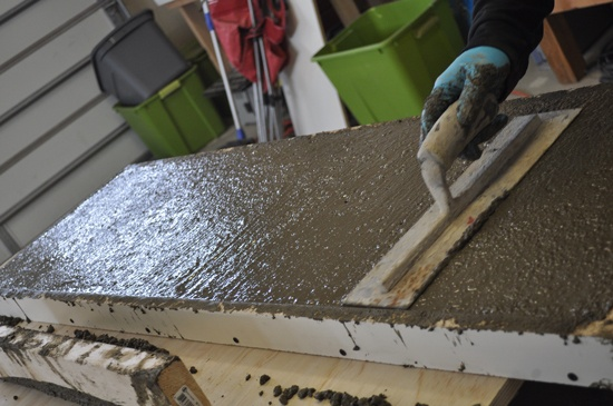 Finishing Concrete Table Vibrate And Trowel