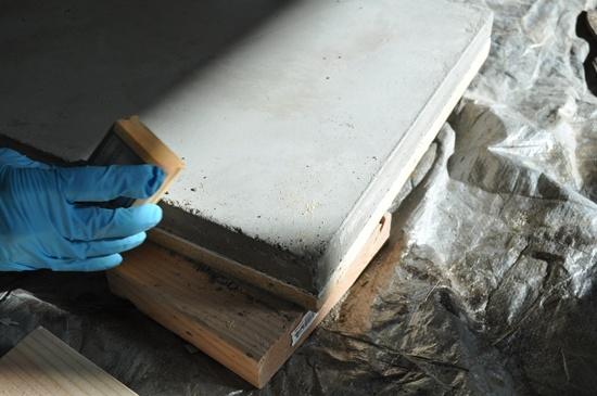 sanding-concrete-edges