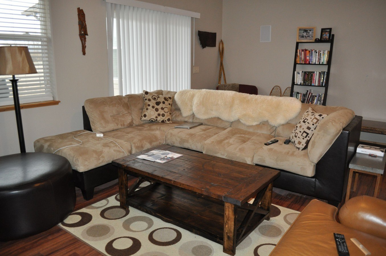 farmhouse coffee table diy projects with pete. Black Bedroom Furniture Sets. Home Design Ideas