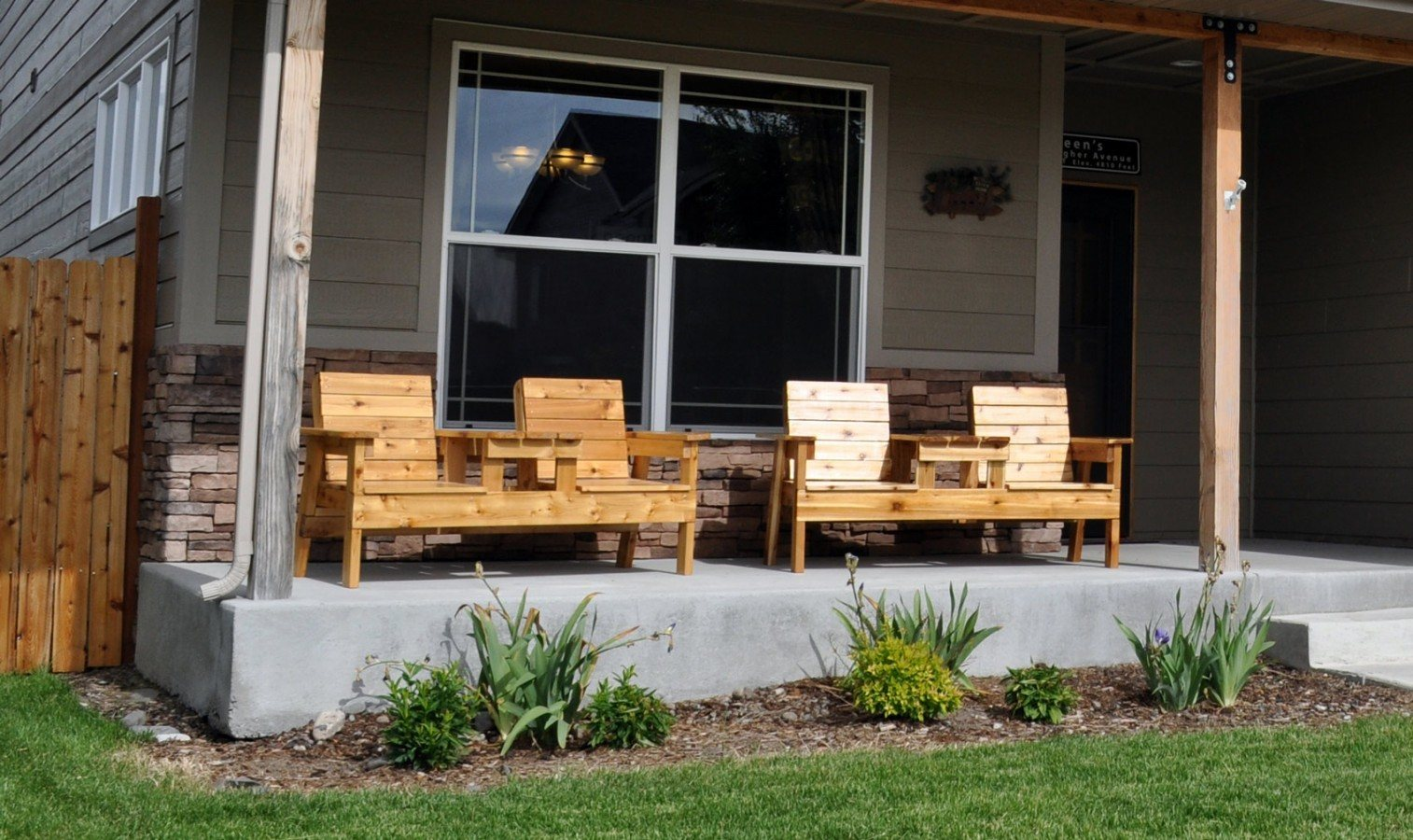 Free patio chair plans how to build a double chair bench for Building a front porch deck