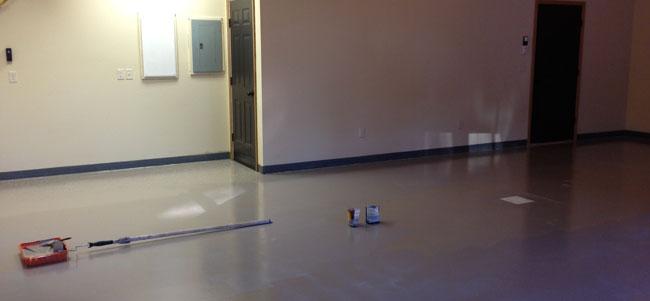 applying-flakes-to-epoxy-garage-floor