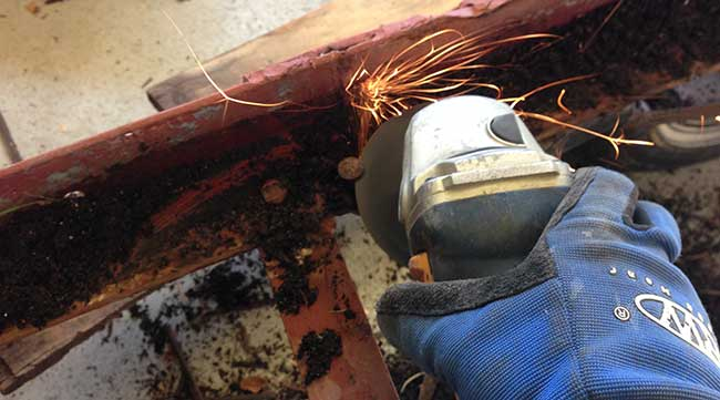 how-to-remove-rusted-bolts-from-a-trailer