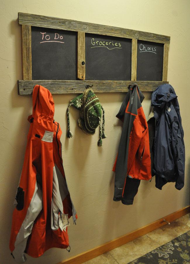 diy-chalkboard-coat-rack