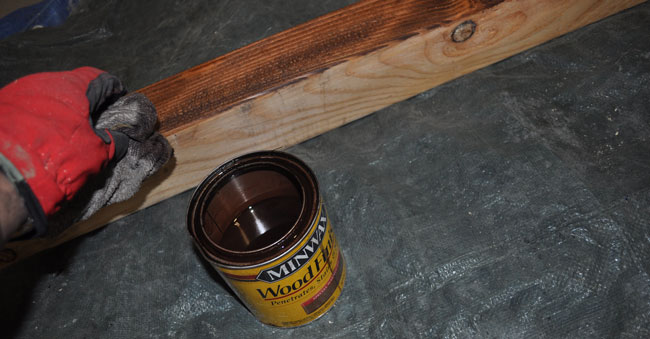 staining-4x4-post-for-sign-project