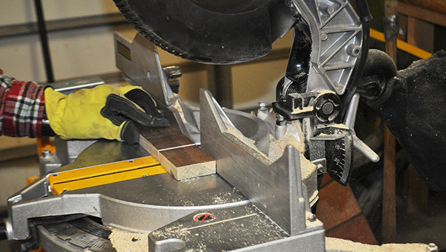 diy-pete-how-to-make-a-wooden-towel-rack-shelf-cuts