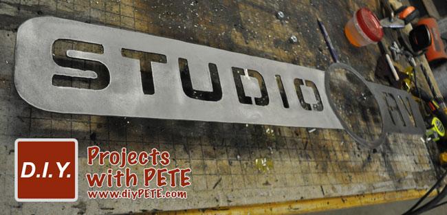 studio-av-metal-sign