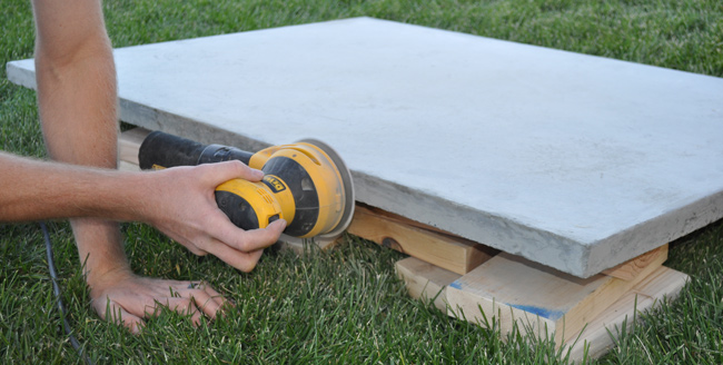 concrete-table-sanding