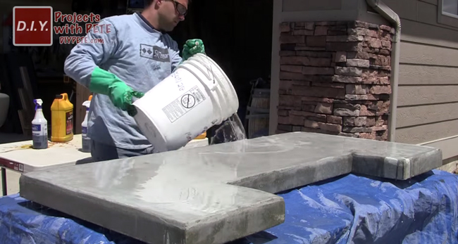 acid-staining-a-concrete-bar