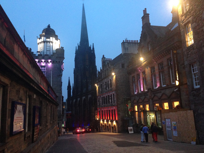 edinburgh-at-night