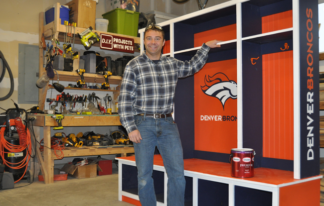 DIY PETE - Denver Broncos Hutch