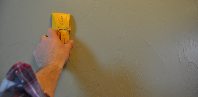 using-a-stud-finder-diy-pete