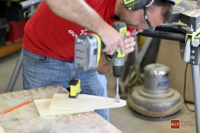 beer-caddy-drilling-holes