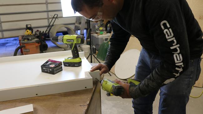 Assembling concrete table mold