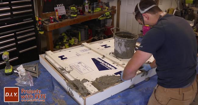Fill concrete in mold