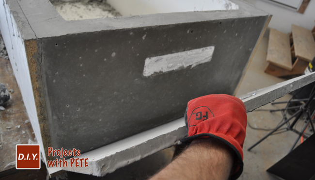 Removing-concrete-table-base-from-a-mold