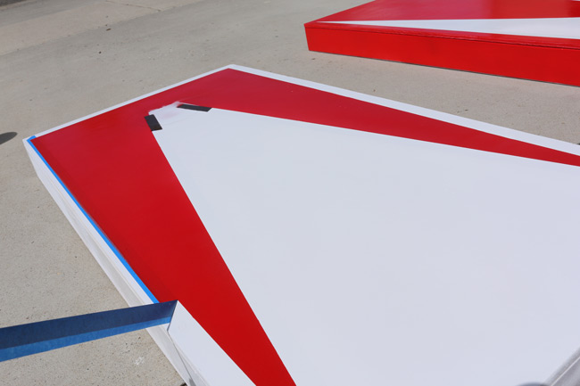 removing-cornhole-board-stencils