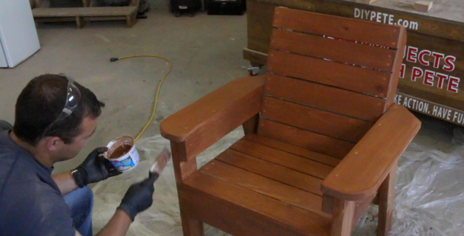 staining-outdoor-patio-furniture